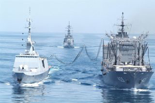 Dispatch of Self-Defense Forces to the Indian Ocean: Dispatch of Maritime Self-Defense Force supply ships and escort ships from 2001 to January 15, 2010. Venue security activities and refueling activities in the Indian Ocean based on the Terrorism Special Measures Law with validity period limited. (The photo is from the Mainichi Shimbun, July 19, 2009 issue)