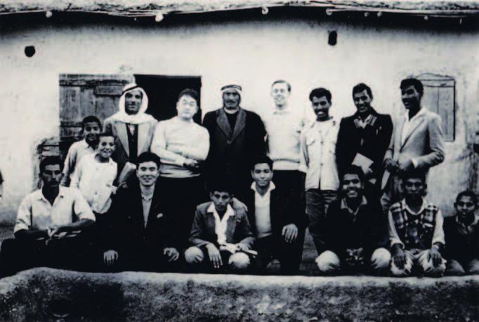 上左写真は、アラビア語研修中、ジェリコのパレスチナ難民キャンプを訪れる。後列左から2人目が片倉邦雄氏(1962年)